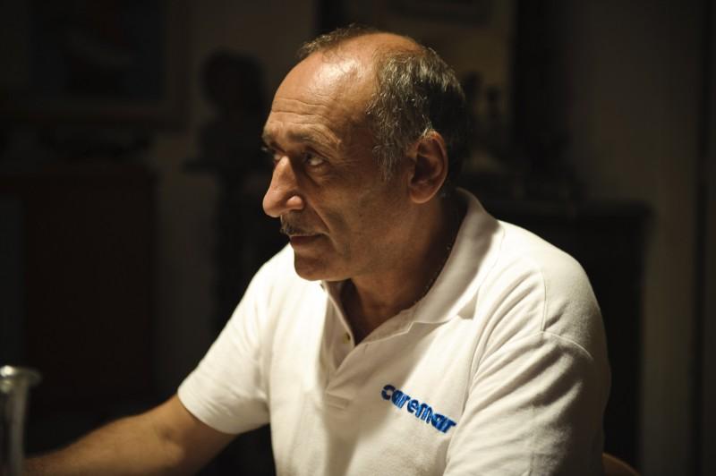 Vincenzo Merolla in una scena del film Sul mare