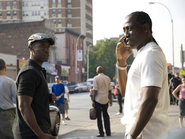 Wesley Snipes e Don Cheadle in un'immagine del poliziesco Brooklyn's Finest