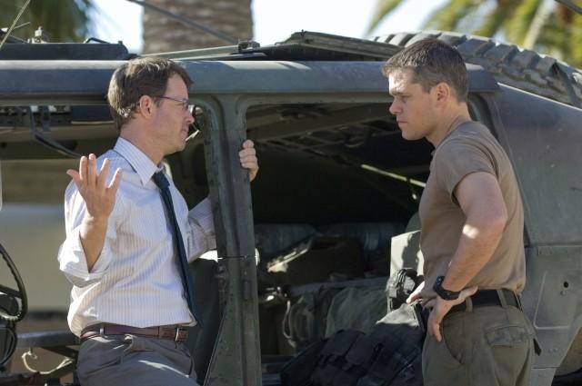 Greg Kinnear e Matt Damon nell'action movie Green Zone
