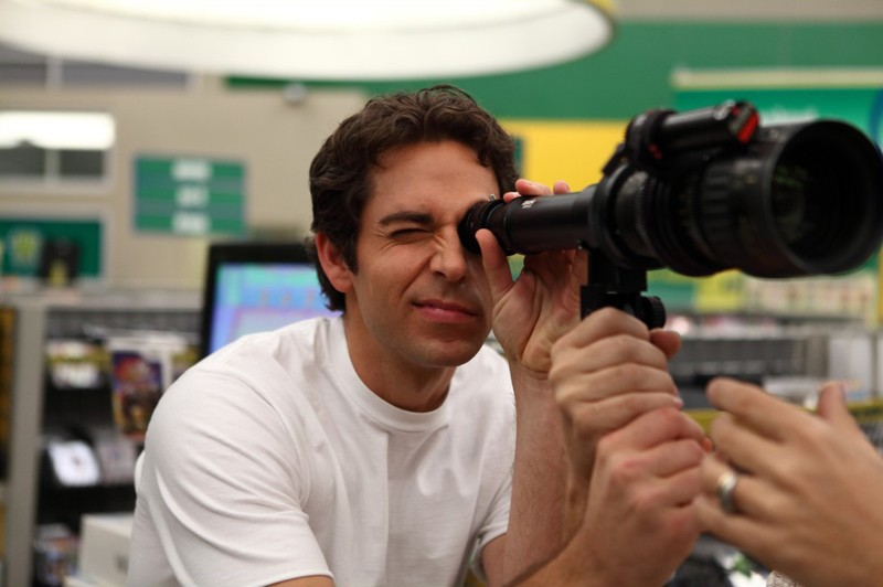 Zachary Levi sul set del nono episodio: Chuck Vs. The Beard della serie Chuck
