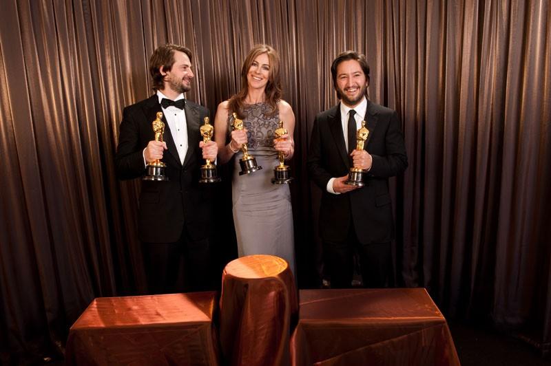 Oscar 2010, la Bigelow con Mark Boal, Greg Shapiro e gli Oscar ricevuti da The Hurt Locker.