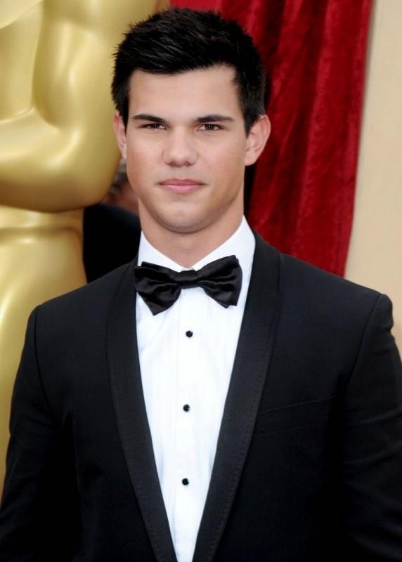 Taylor Lautner sul Red Carpet degli Oscar 2010
