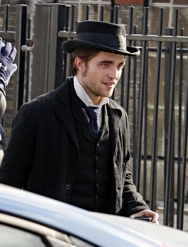 Il bel Robert Pattinson sul set del film Bel Ami