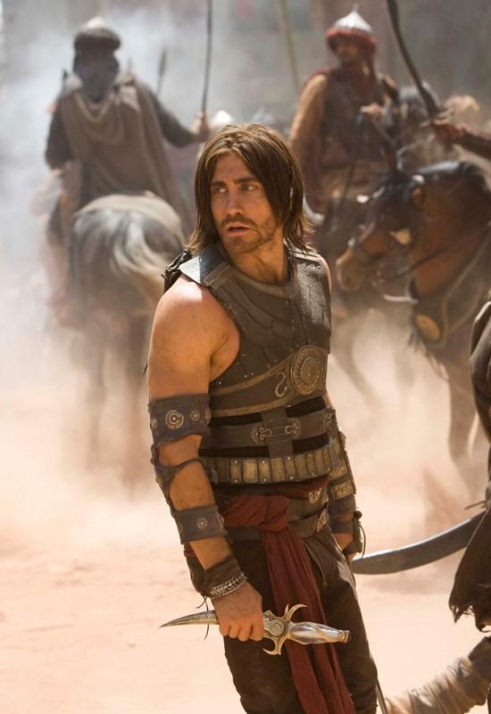 Il Principe Dastan (Jake Gyllenhaal) e il magico pugnale del tempo in una scena di Prince of Persia: Sands of Time