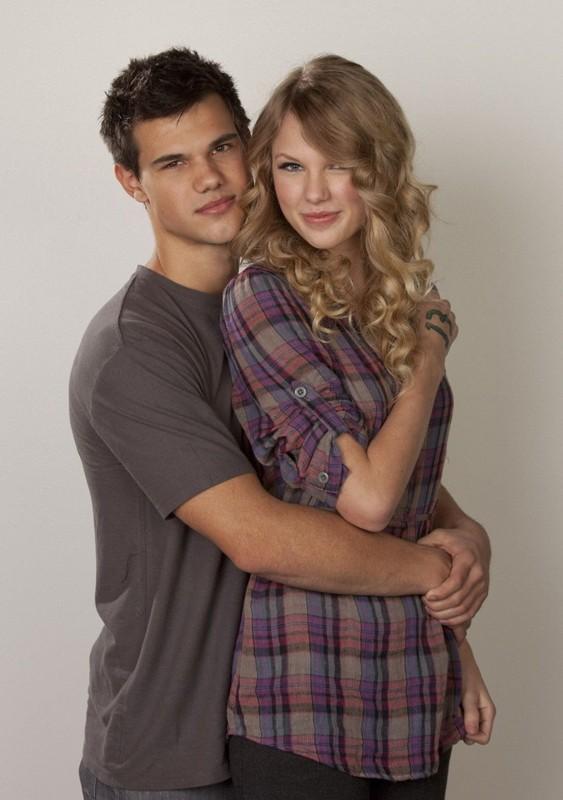Taylor Lautner e Taylor Swift in una foto promo per il film Valentine's Day
