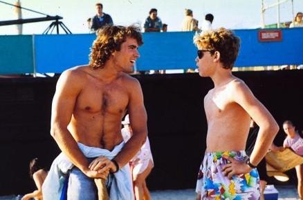 Corey Haim e Jason Patric in Ragazzi Perduti.