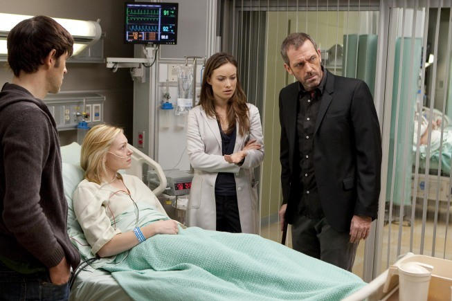 Hugh Laurie e Olivia Wilde in una scena di Private Lives dalla sesta stagione di Dr. House: Medical Division