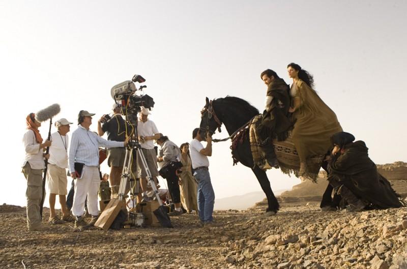 Jake Gyllenhaal e Gemma Arterton a cavallo durante le riprese di Prince of Persia: Le Sabbie del Tempo