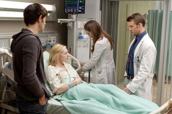 Jesse Spencer e Olivia Wilde in una scena di Private Lives dalla sesta stagione di Dr. House: Medical Division
