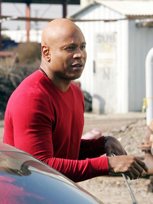 Sam Hanna (LL Cool J) in una sequenza dell'episodio Full Throttle di NCIS: Los Angeles