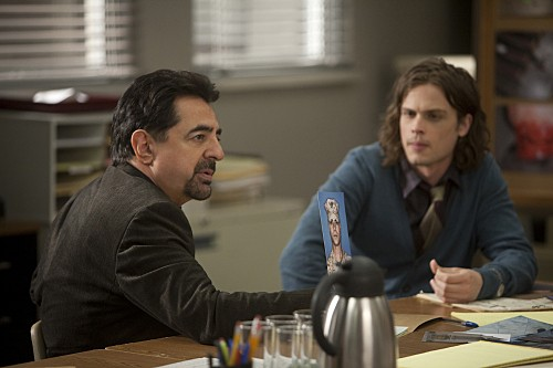 Criminal Minds: Joe Mantegna e Matthew Gray Gubler nell'episodio Public Enemy