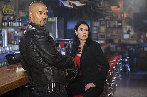 Criminal Minds: Paget Brewster e Shemar Moore nell'episodio Solitary Man