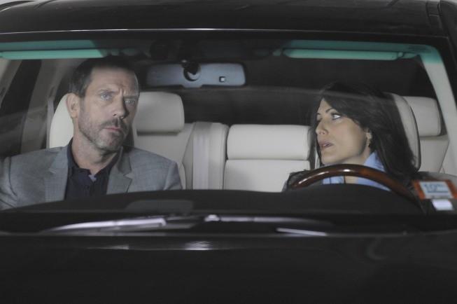 Hugh Laurie e Lisa Edelstein in una scena di 5 to 9 dalla sesta stagione di Dr. House: Medical Division