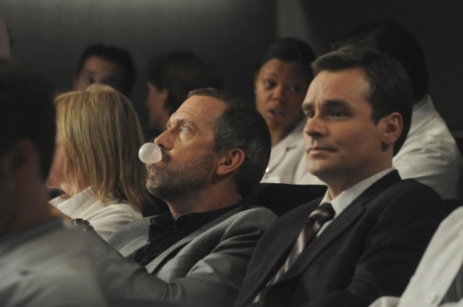 Hugh Laurie e Robert Sean Leonard in una scena di 5 to 9 dalla sesta stagione di Dr. House: Medical Division