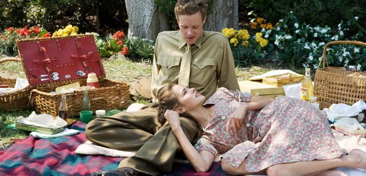 Isabel Lucas e Ashton Holmes in una scena della serie The Pacific