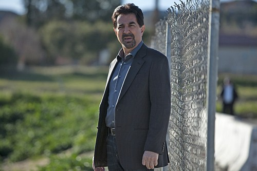 Joe Mantegna nell'episodio Solitary Man di Criminal Minds