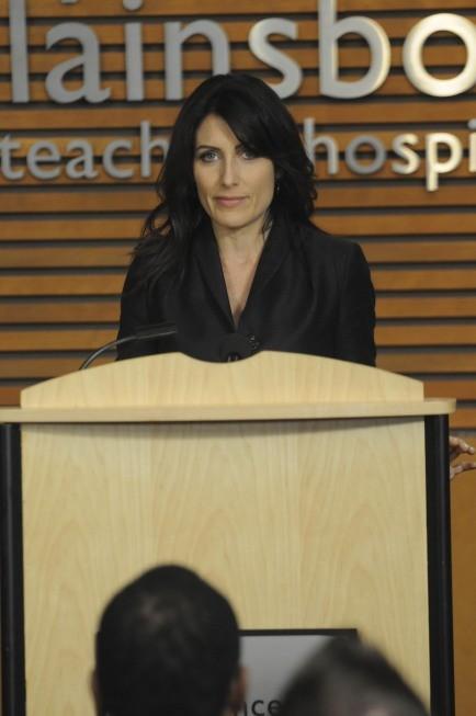Lisa Edelstein in una scena di 5 to 9 dalla sesta stagione di Dr. House: Medical Division