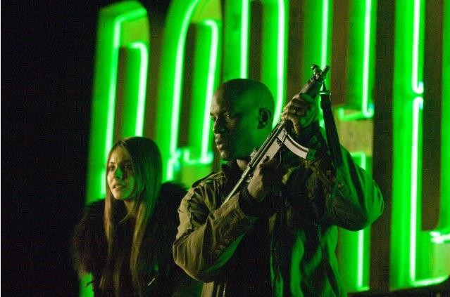 Tyrese Gibson e Willa Holland in una scena di Legion