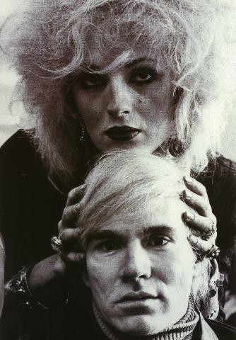 Candy Darling con Andy Warhol.