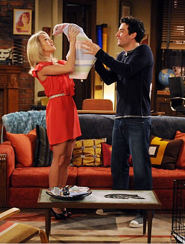 La guest star Carrie Underwood e Josh Radnor nell'episodio Hooked di How I Met Your Mother