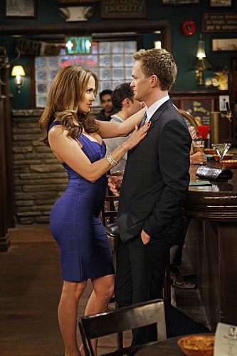La guest star Jennifer Lopez con Neil Patrick Harris nell'episodio Of Course di How I Met Your Mother