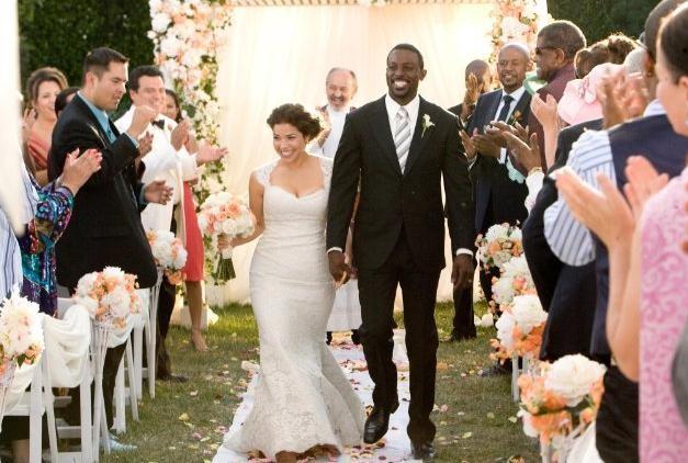 Lance Gross e America Ferrera, felicemente sposi nella commedia Our Family Wedding