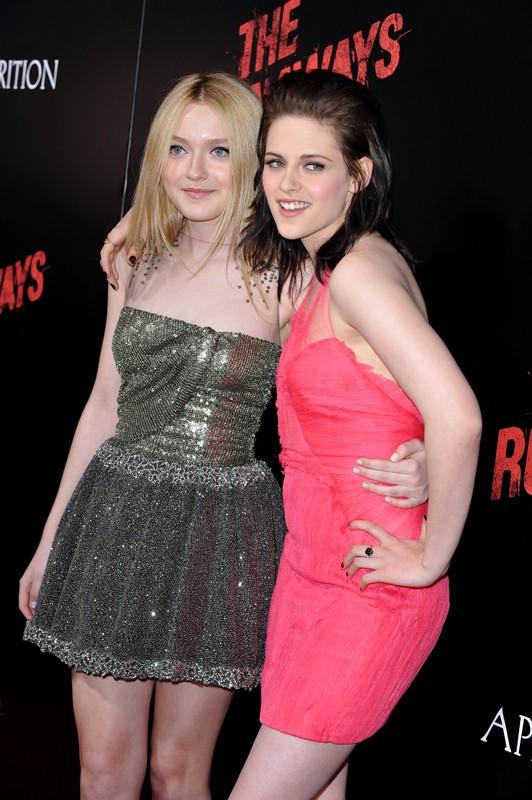 Le protagoniste: Dakota Fanning e Kristen Stewart alla premiere del film The Runaways a Los Angeles, l'11 Marzo 2010