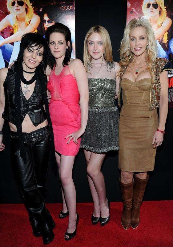Una foto di gruppo per la premiere del film The Runaways a Los Angeles, Marzo 2010