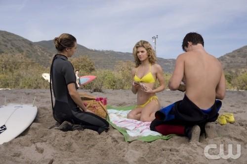AnnaLynne McCord, Gillian Zinser e Matt Lanter nell'episodio Girl Fight di 90210