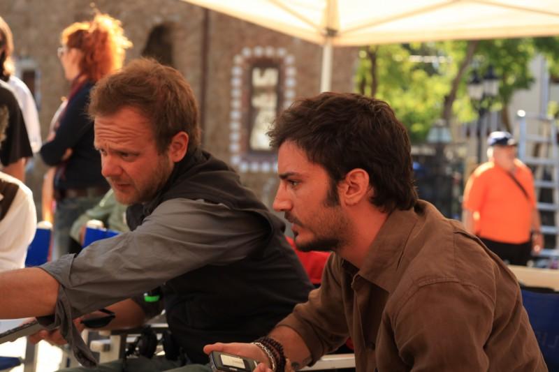 Il regista Riccardo Grandi e Nicolas Vaporidis sul set di Tutto l'amore del mondo
