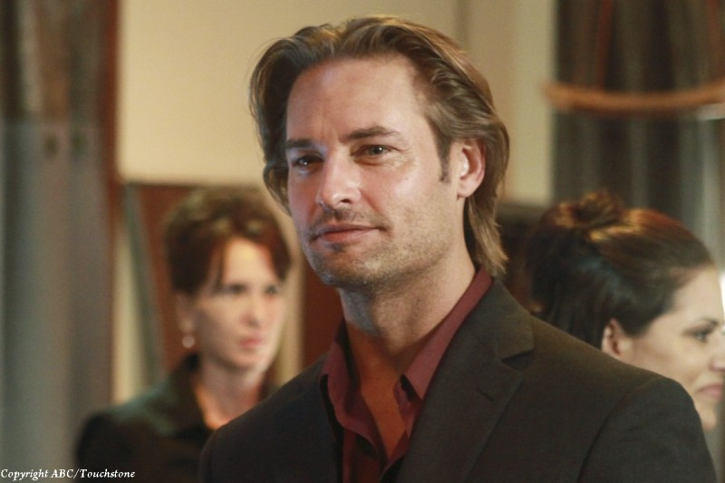 Josh Holloway in una scena dell'episodio Recon di Lost