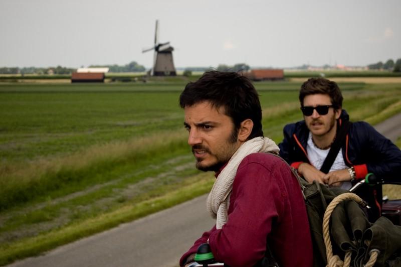 Nicolas Vaporidis e Alessandro Roja in una scena di Tutto l'amore del mondo