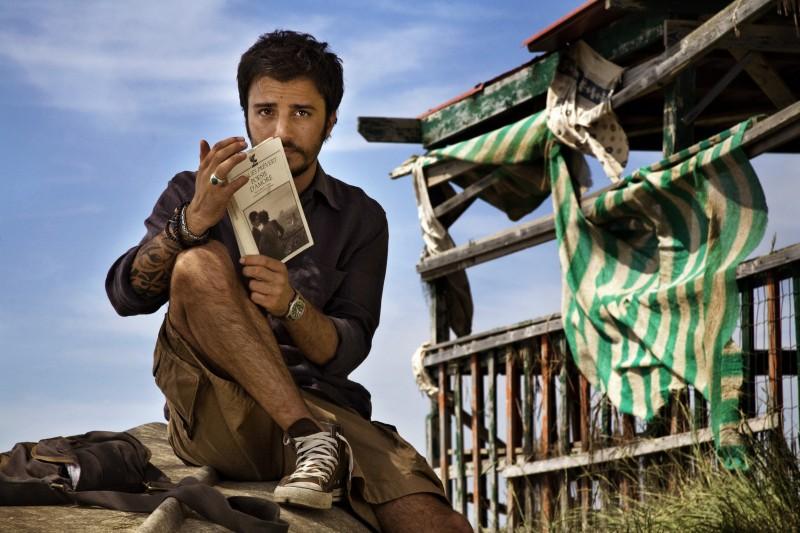 Nicolas Vaporidis, scrittore di guide d'amore nel film Tutto l'amore del mondo