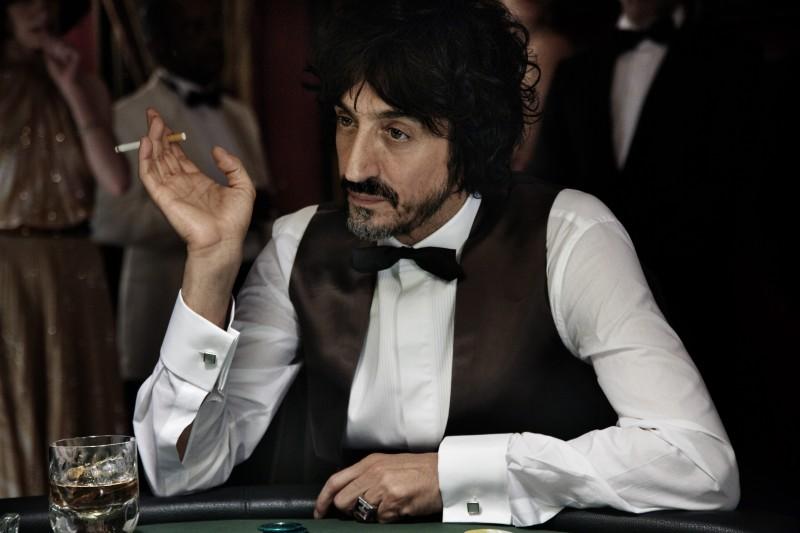 Sergio Rubini è Maurizio Marini, padre vizioso nel film Tutto l'amore del mondo