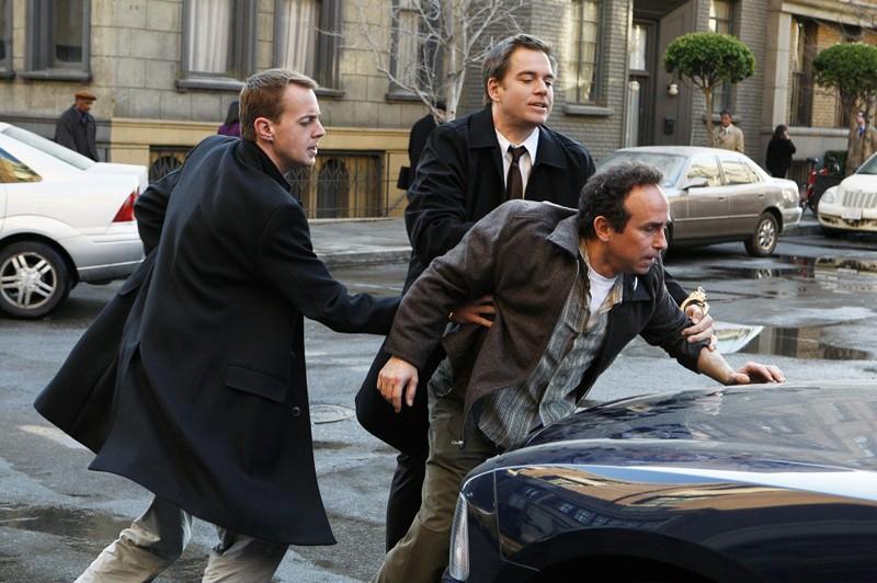 Una sequenza dell'episodio Double Identity di Navy NCIS con Sean Murray e Michael Weatherly