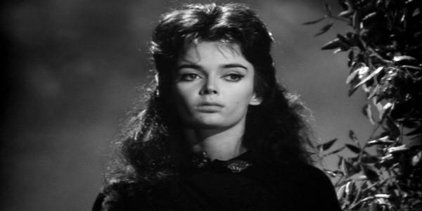Barbara Steele in una scena del film La maschera del demonio di M. Bava