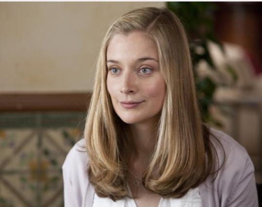 Caitlin Fitzgerald in una scena del film E' complicato