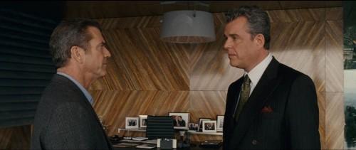 Danny Huston e Mel Gibson in un'immagine del film Fuori controllo