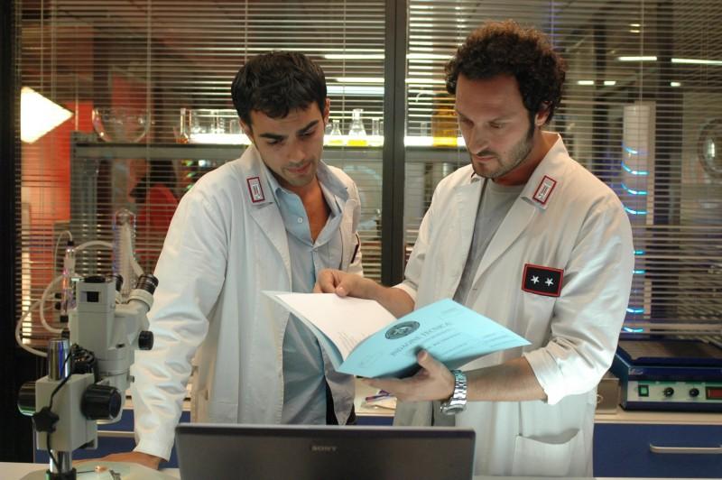 Fabio Troiano e Primo Reggiani in una foto di scena di R.I.S. Roma