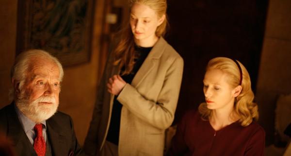 Gabriele Ferzetti, Tilda Swinton e Alba Rohrwacher in una scena del film Io sono l'amore