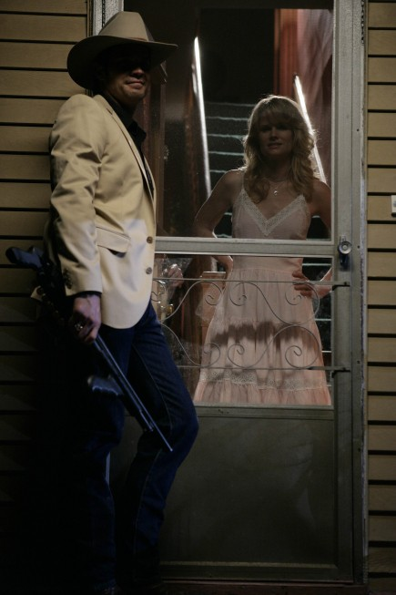 Justified: Joelle Carter e Timothy Olyphant nell'episodio Fire in the Hole