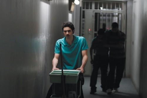 Malik (Tahar Rahim) impara a sopravvivere in carcere nel film Il profeta (2009)