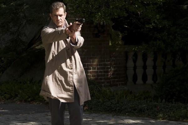 Mel Gibson, detective sempre all'erta nel film Fuori controllo