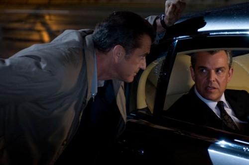 Mel Gibson e Danny Huston in una scena del film Fuori controllo