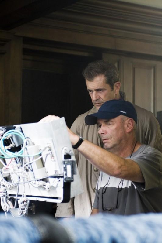 Mel Gibson e Martin Campbell sul set del film Fuori controllo