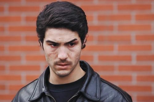 Primo piano di un inquieto Tahar Rahim dal film Il profeta (2009)