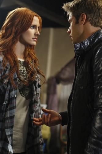 Ashlee Simpson-Wentz e Shaun Sipos nell'episodio San Vicente di Melrose Place