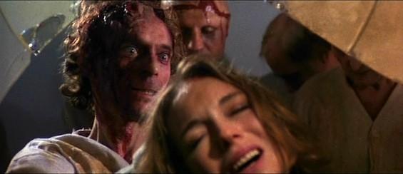 Catriona MacColl in una scena dell\'horror E tu vivrai nel terrore - L\'aldilà ( 1981 )