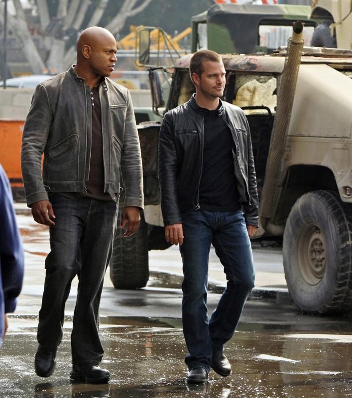 Hanna (LL Cool J) parla con il collega G (O'Donnell) nell'episodio Blood Brothers di NCIS: Los Angeles