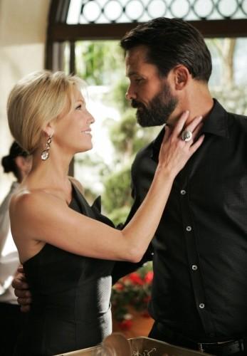 Heather Locklear e Billy Campbell in una scena dell'episodio Oriole di Melrose Place